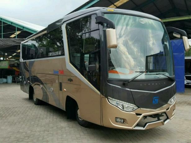 Midium Bus Hino GVWR 8000