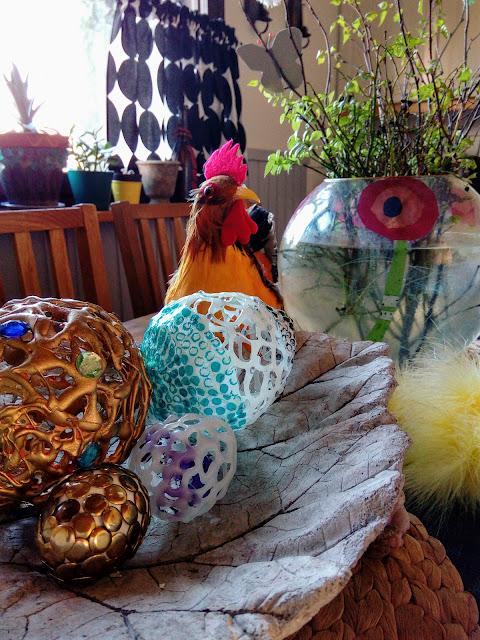 Kuumaliimalla tehdyt pääsiäismunat