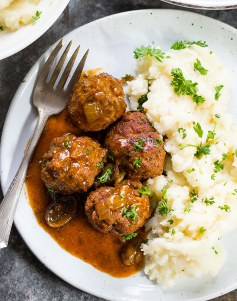 Salisbury Steak Meatballs {Paleo & Whole30} #healthydinner #yummy