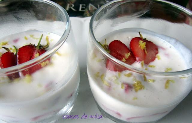 Crema helada de fresas y queso