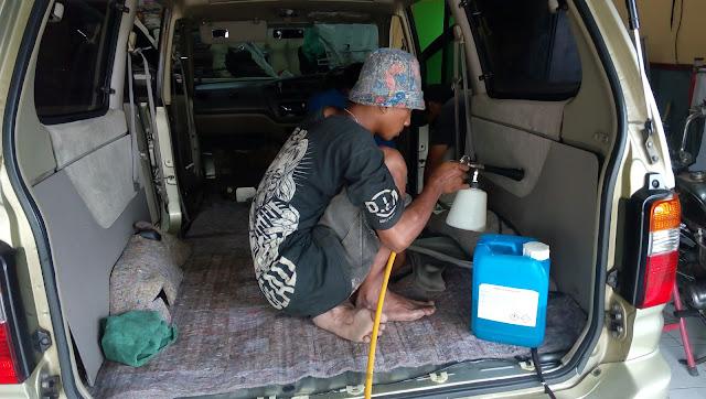Pembersihan Interior Mobil dengan Riwax SImply Clean