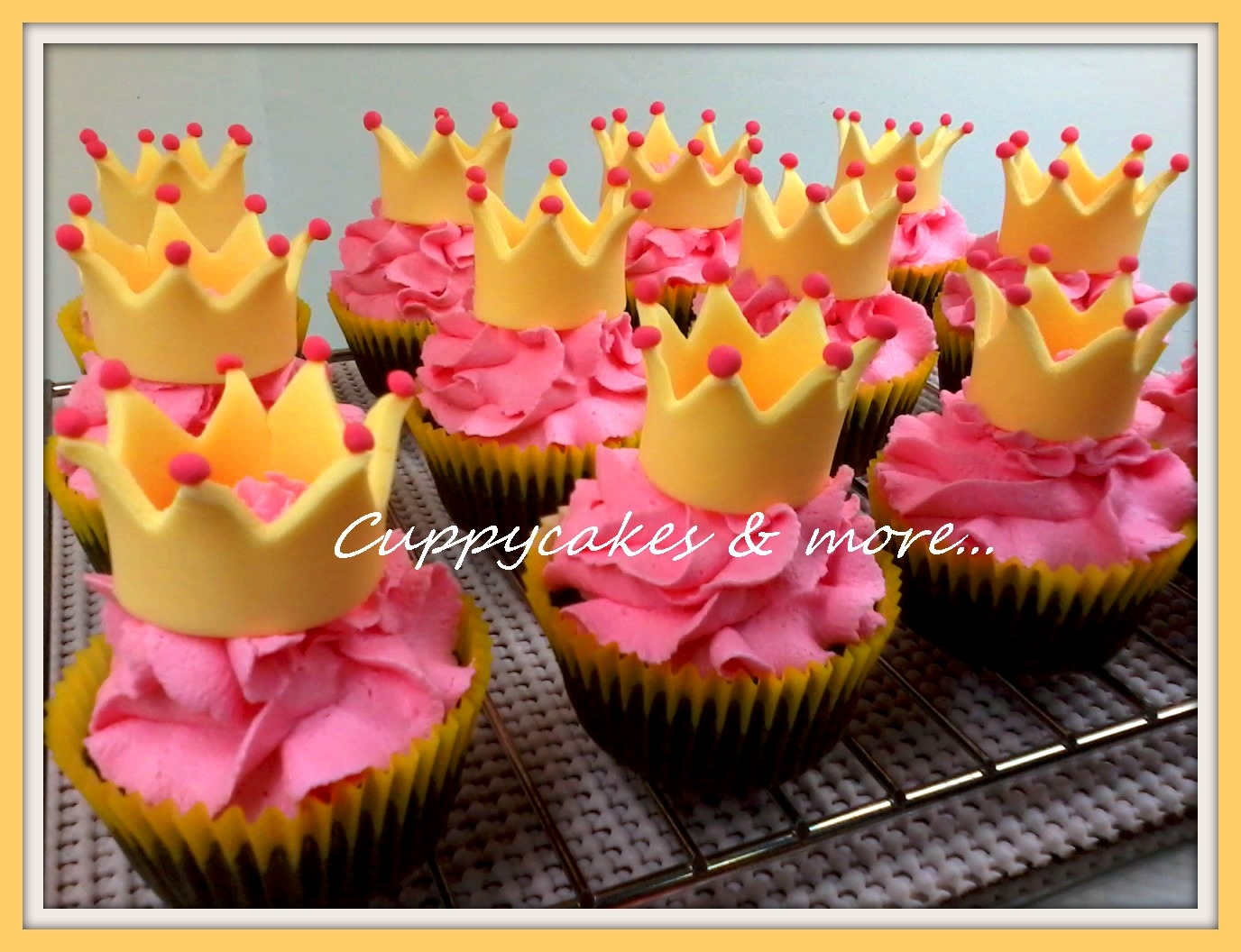 Cuppycakes Amp More How To Make Crown Cupcake Toppers