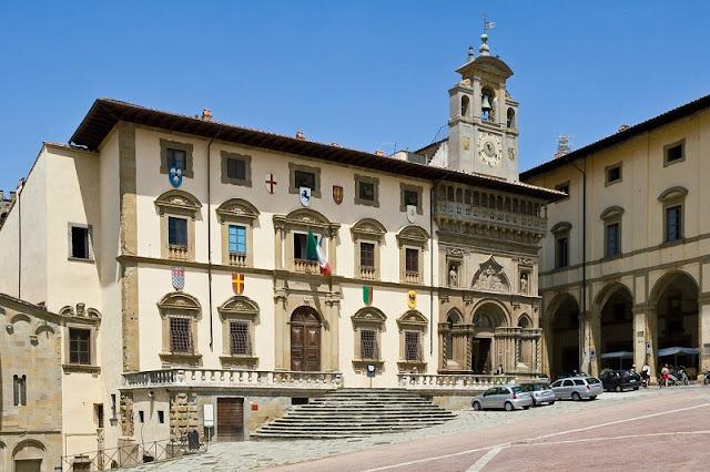 Palazzetto della Fraternità dei Laici na Piazza Grande em Arezzo