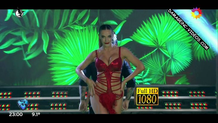 Emilia Attias hot body in Bailando 2017 Damageinc Videos HD