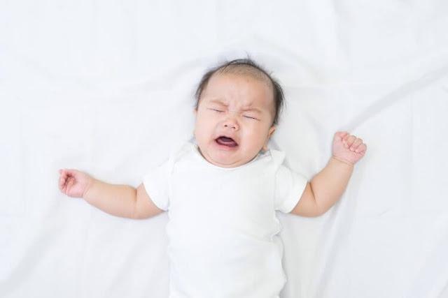 Nguyên nhân và cách khắc phục chứng trằn trọc khó ngủ của trẻ sơ sinh