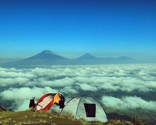 Travel.Tinuku.com Mount Andong sunrise camping summit watching ten most legendary mountain in Indonesia