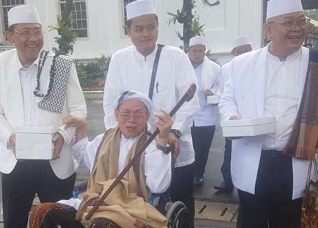 Dukung Jokowi 2 Periode, Kyai Tarikat Sebut Isu PKI Dibuat-buat