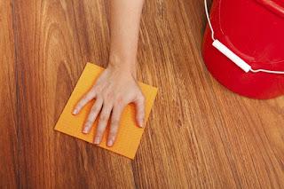 Teknik mudah mengilatkan lantai kayu vinyl kini terbongkar