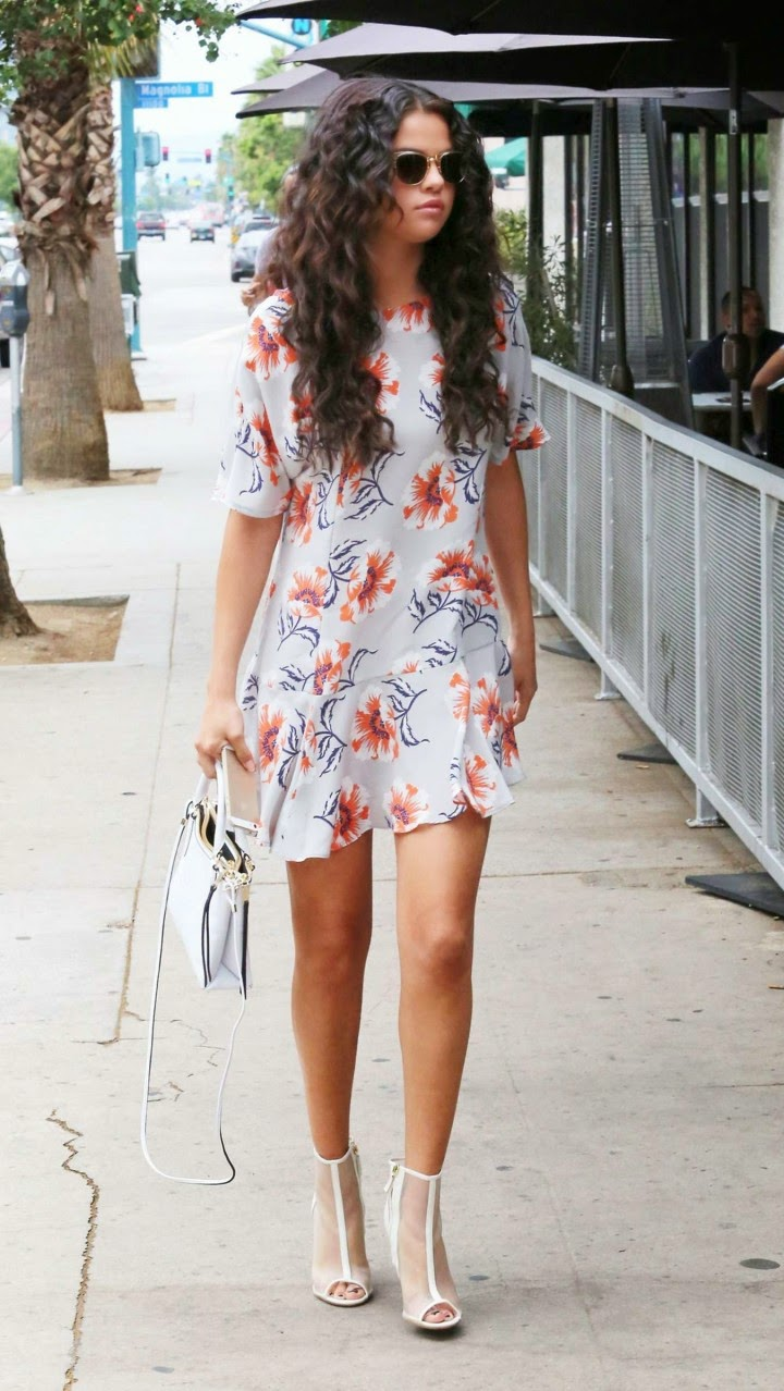 Selena Gomez grabs lunch at the Electric Bar and Grill in a printed Topshop dress