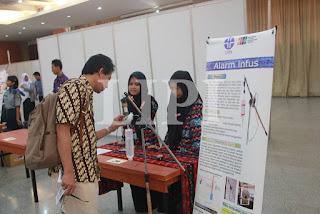 29. Aulina Salsabila Fitria dan Ristya Nada dari SMP darul Hijrah Puteri Martapura Kalimantan Selatan dengan Judul Karya Alarm Infus