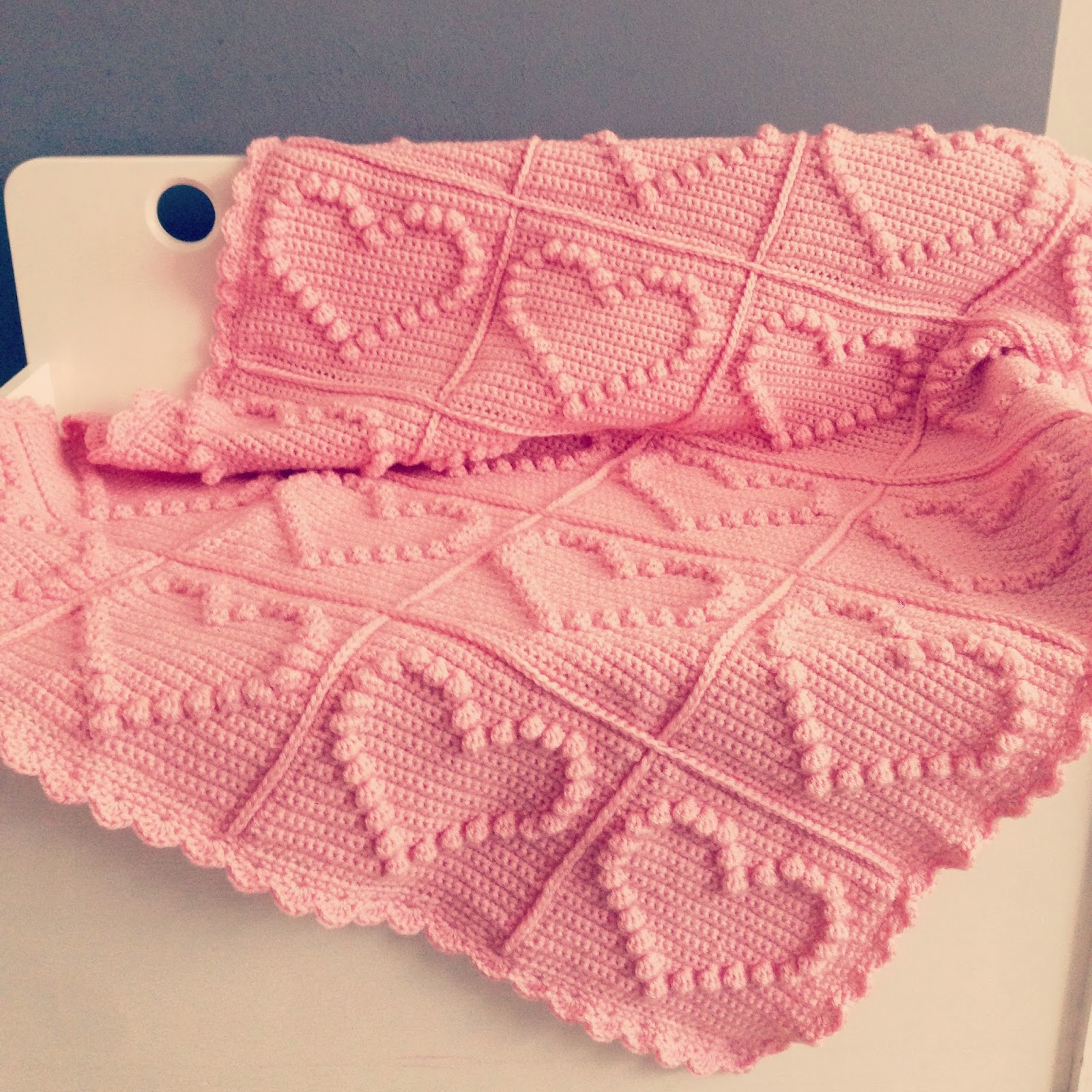 Knitting Pattern For Popcorn Baby Blanket : Angels handmade: Bobble heart blanket + vertaald patroon