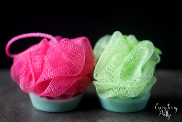 Need soap making ideas?  This soap making recipe is easy to make and so cute!  Soap making diy uses melt and pour, so you can easily make it at home without adding lye.  This diy soap making recipe takes about 10 minutes.  Kids love these diy soap cupcakes!  #soapmaking #diy #soap #cupcake #soapcupcake #cutesoap #craft #diygift