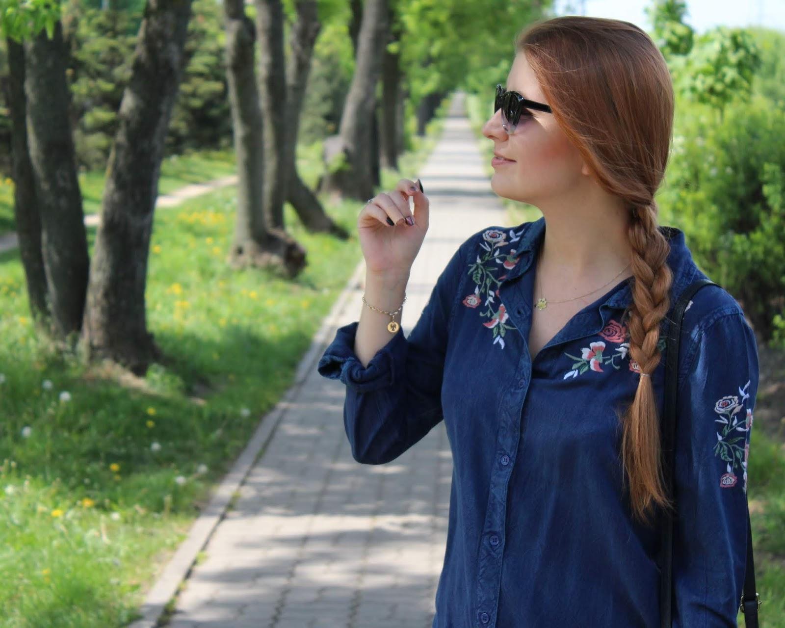 Koszulowa sukienka z jeansu