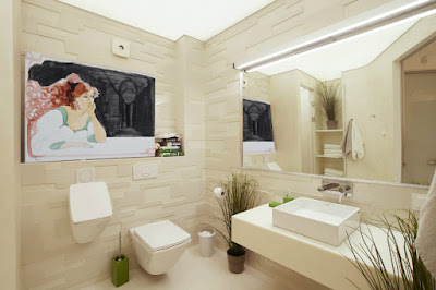 Decoración del cuarto de baño con obra de arte de Glauco Capozzoli