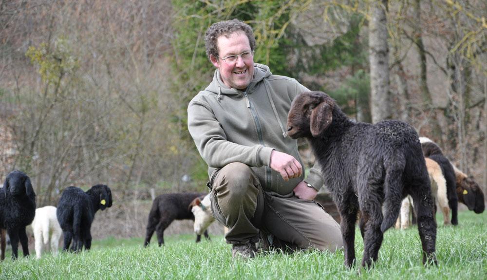Reto Evian mit seinen Schafen