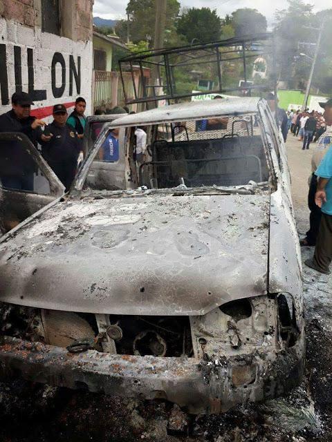 Sicarios emboscan y ejecutan a dos tras mitin en Chiapas para luego prenderles fuego