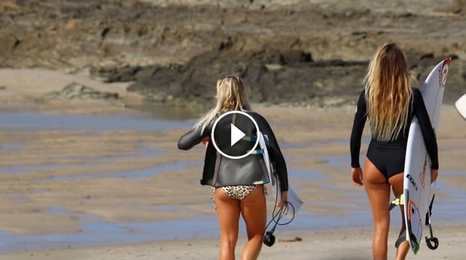 Steph Gilmore Sally Fitzgibbon Alana Blanchard and Dimity Stoyle getting it done at Snapper
