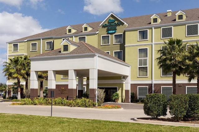 The Homewood Suites Lafayette, Louisiana Airport extended stay hotel offer spacious rooms with full kitchens, and a convenient location near the airport.