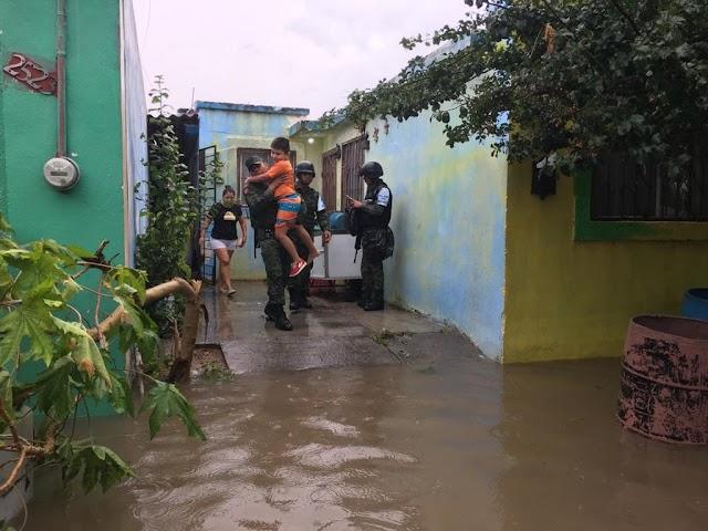 GUARDIAS NACIONALES AUXILIAN A POBLADORES AFECTADOS POR LAS FUERTES LLUVIAS EN TAMAULIPAS Y NUEVO LEÓN