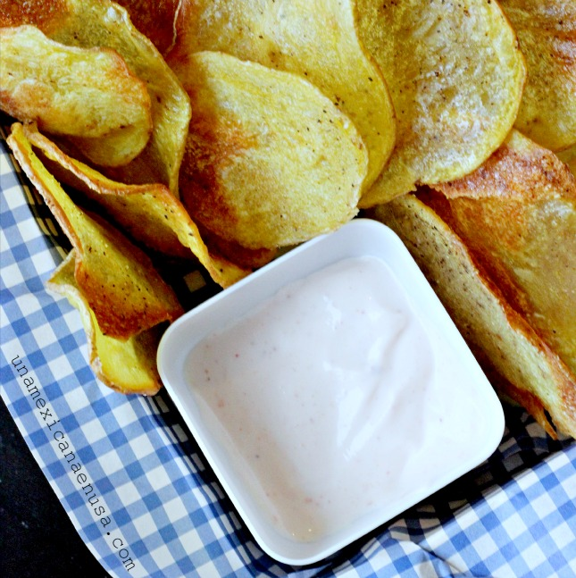 Baked potato chips for a Minions Family movie night by www.unamexicanaenusa.com