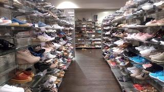 TK MAXの靴売り場の写真
