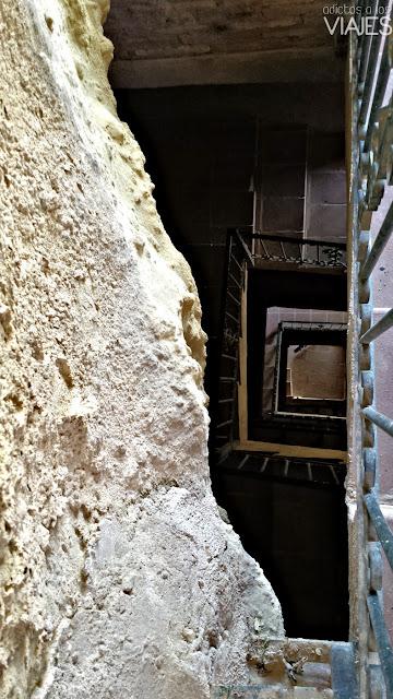 Escaleras en la roca en Chiclana de Segura