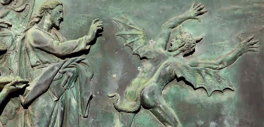 Jesus Cristo exorciza demônio. Detalhe de porta de bronze da catedral de Pisa, Itália.