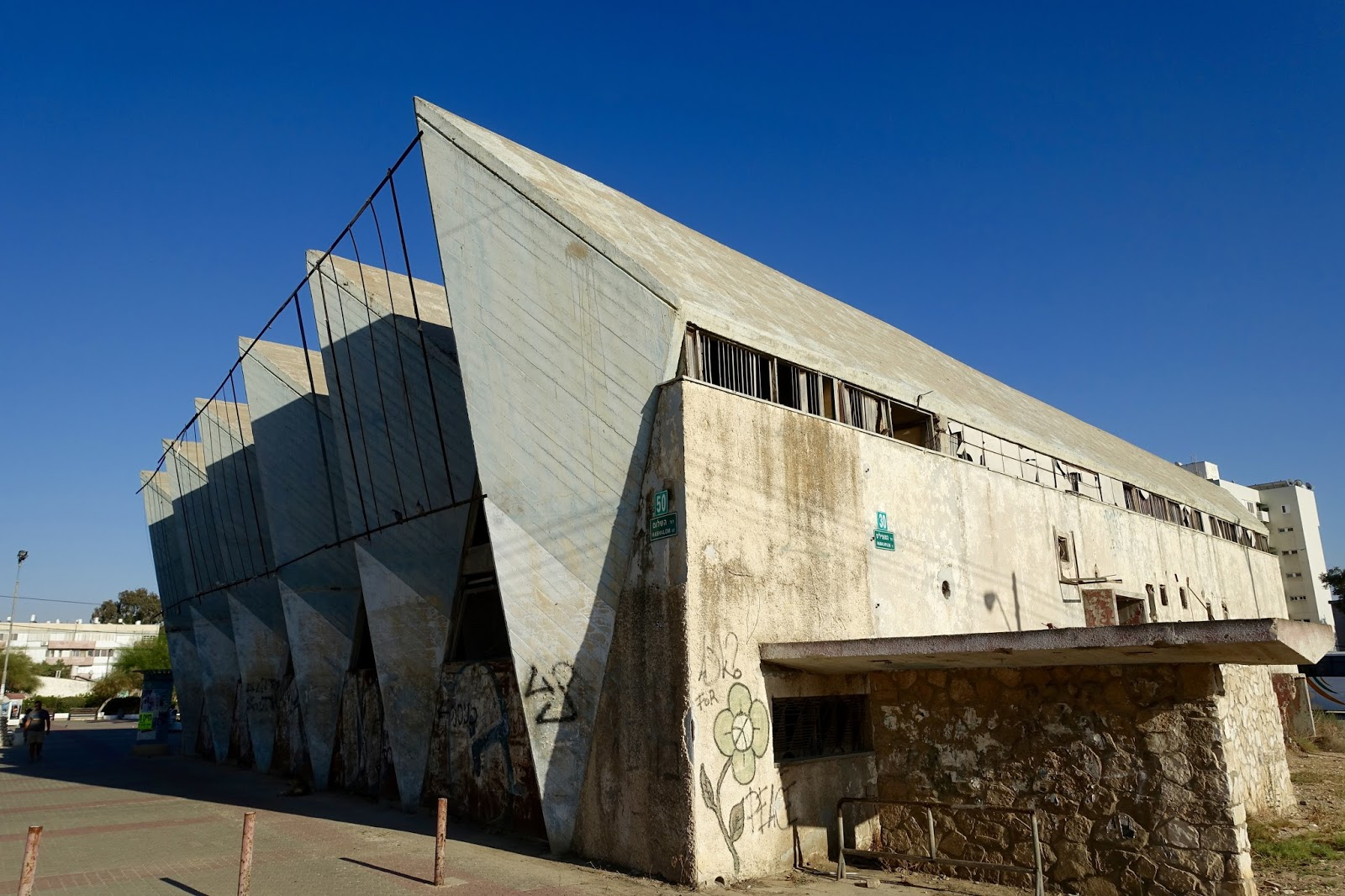 Adrian yekkes cinema orot brutalist architecture in for Architecture brutaliste