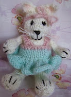 http://www.ravelry.com/patterns/library/kitten-little-2