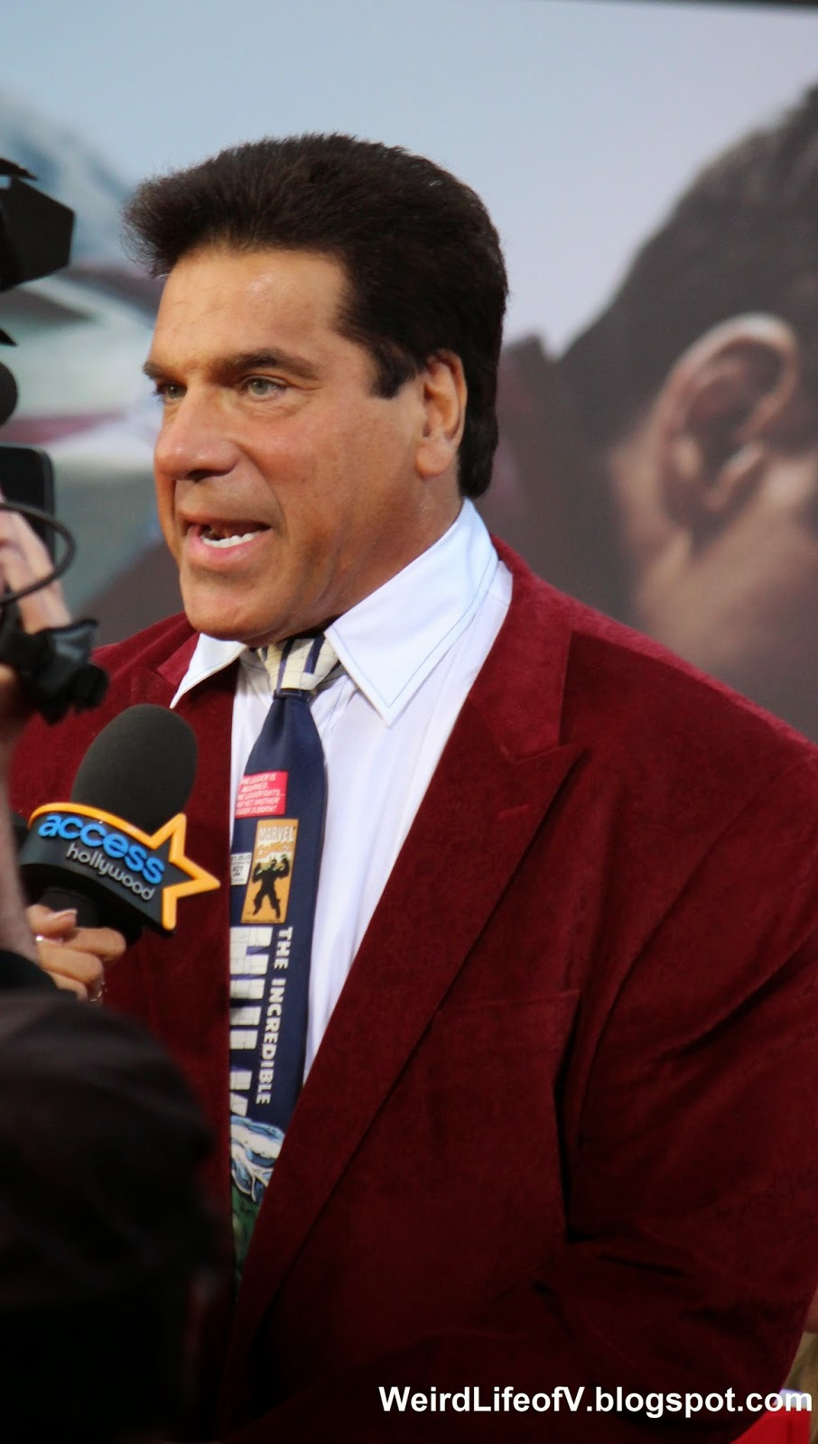 Lou Ferrigno wearing an Incredible Hulk tie