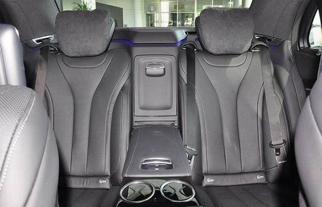 Băng sau Mercedes S450 L Star 2018 thiết kế rộng rãi,thoải mái và ngả ra sau được