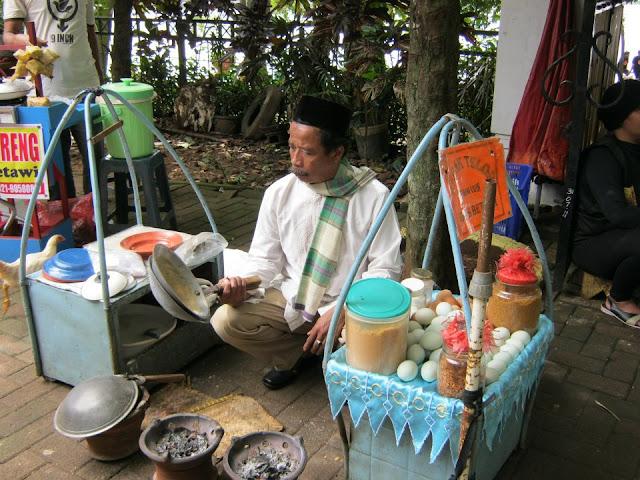 Menikmati Makanan Khas Betawi Danau Setu Babakan