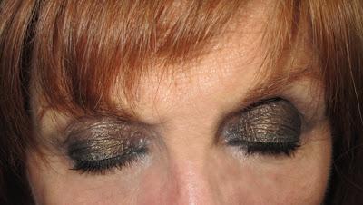 Imagen Look Nochevieja ojos cerrados