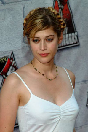 famous celebrity picture and photo gallery lizzy caplan hot