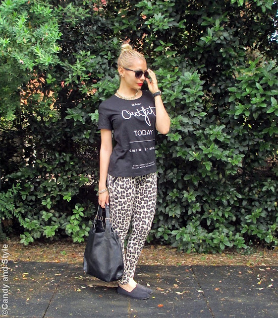 BlackTee+LeopardPants+SlipOns