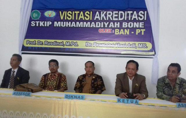 Tim Asesor BAN-PT Lakukan Visitasi Akreditasi di STKIP Muhammadiyah Bone