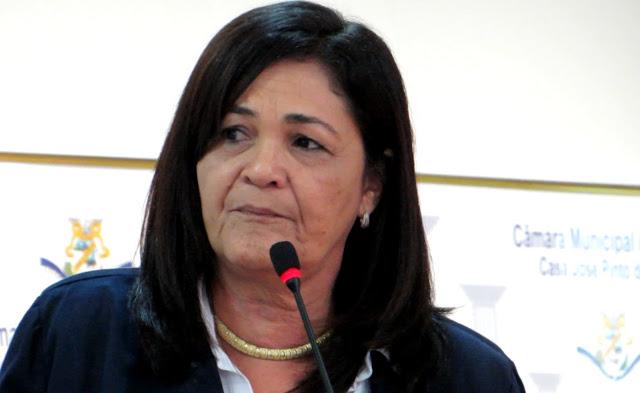 http://www.blogdofelipeandrade.com.br/2016/02/olga-sena-e-vaiada-ao-defender.html