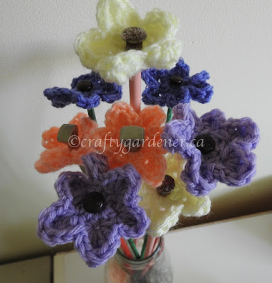 http://www.craftygardener.ca/knitting-needle-flowers/