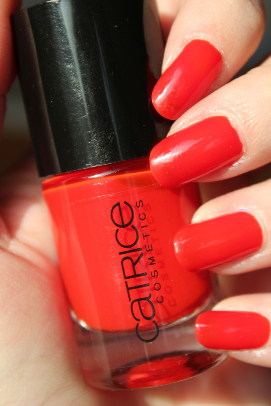 http://lacquediction.blogspot.de/2014/01/catrice-ultimate-nail-lacquer-52-where.html