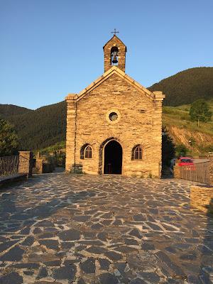 Boda en un entorno rural y decoración moderna, en Andorra