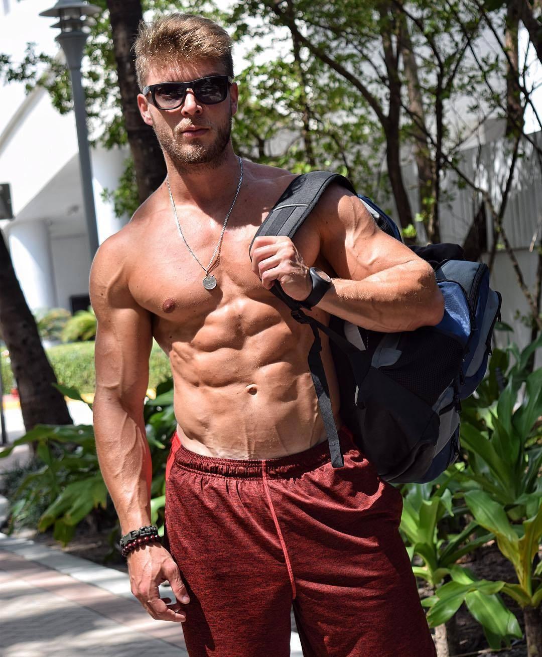real-buff-muscled-man-armando-fogaca