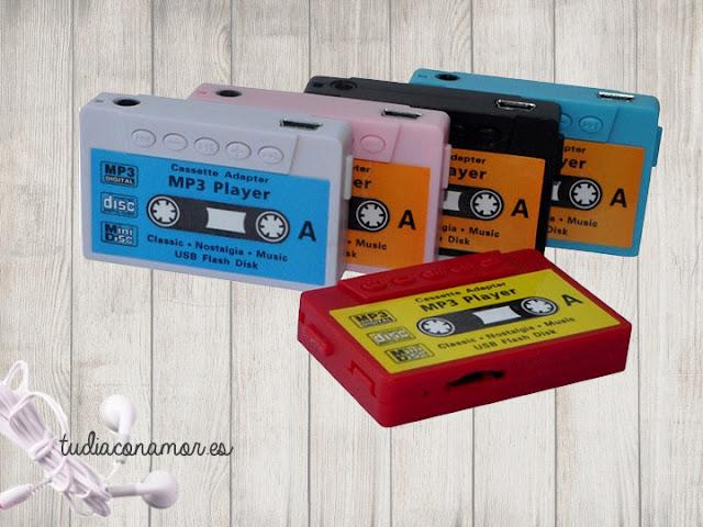 Mp3 con forma de cassette estilo retro en diferentes colores, es el gadget ideal como detalle moderno para niños, hombres y mujeres.