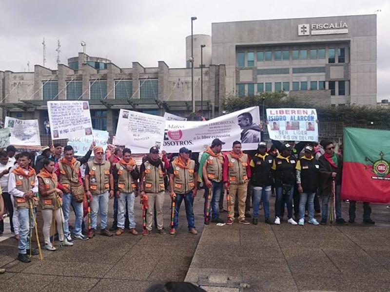 Plantón de líderes y lideresas sociales ante la Fiscalía contra criminalización de su ejercicio
