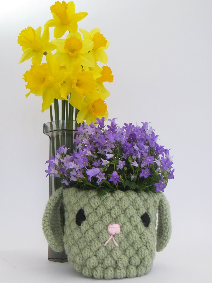 Mollie makes crochet plant pot holder and daffodils