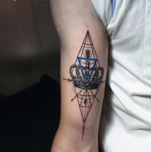 geometric crown tattoo geometrik taç dövmesi