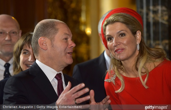 Mayor Olaf Scholz and Queen Maxima of The Netherlands talk after signing the golden book of the city of Hamburg at the townhall of Hamburg on March 20, 2015 in Hamburg, Germany