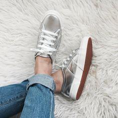Zapatillas doradas y plateadas para primavera - verano ...