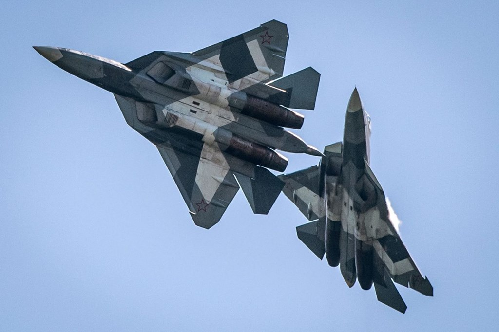 RUSSIAN T-50 JETS PERFORM DOGFIGHT AT MAKS 2017 - Blog Before Flight