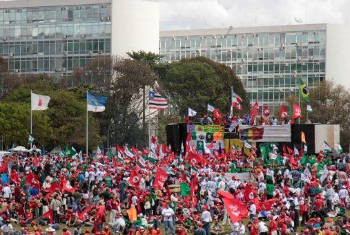 Agricultores brasileños protestan contra reforma de pensiones