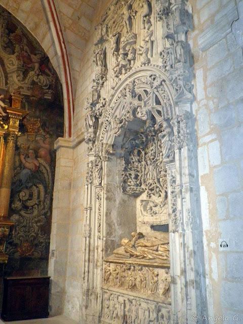 Sepulcro en la Capilla de San Juan Evangelista